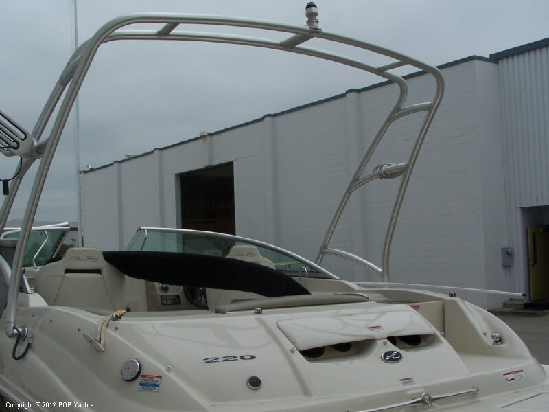 2007 Sea Ray 220 Sundeck - Photo #16