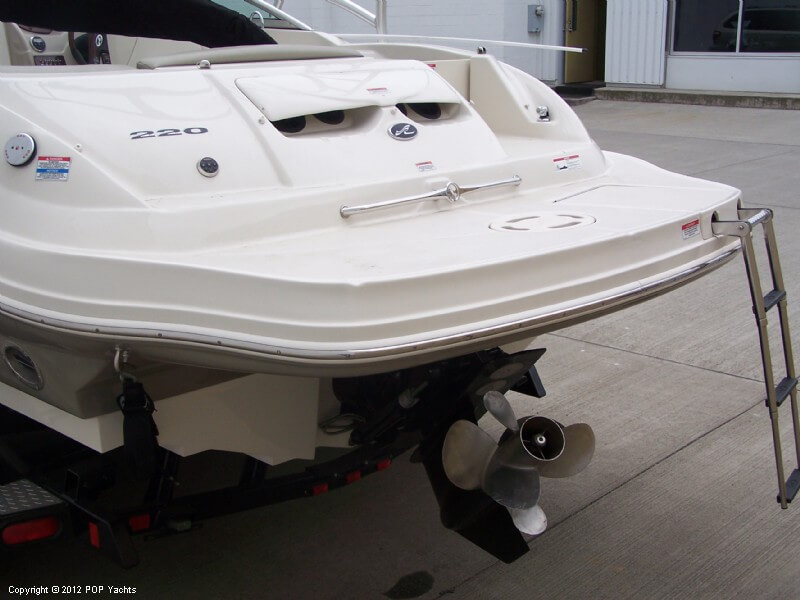 2007 Sea Ray 220 Sundeck - Photo #17