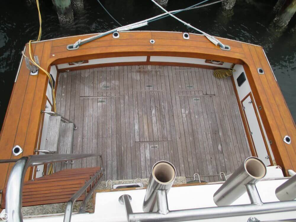 Stern Cockpit From Flybridge